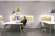 Nonna design studio in Valencia has created this light space where to think forward. Creativity is boosted when you have the right environment. Here Gas task chairs are perfect because they are light and extremely comfortable. Project: www.stua.com/design/nonna-offices-in-valencia