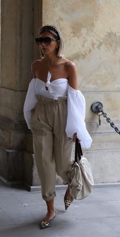 Pin by Mode und Outfit Trends on Mode und Outfit in 2019 Fashion 2020, Look Fashion, Fashion Outfits, Womens Fashion, Fashion Trends, Korean Fashion, Luxury Fashion, Fashion Tips, Mode Chic