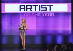 Taylor Swift - The 2013 American Music Awards - 2013 Artist Of The Year Award - Nokia Theatre - Los Angeles, CA - November 24, 2013.