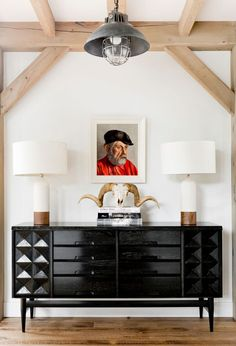 Mid-Century Modern Entry and Hall in Sag Harbor, NY by Timothy Godbold MRK: that credenza and the lamps OH MY black and white with the tan, awesome! Design Entrée, Home Design, Black Chest Of Drawers, Interior Design Books, Modern Farmhouse Design, Farmhouse Style, Rustic Modern, Country Style, Modern Entry