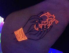 Glow in the dark tattoo Uv Tattoo, Neon Tattoo, Arrow Tattoo, Dark Tattoo, Piercing Tattoo, Piercings, Unity Tattoo, Tattoo Blog, Mini Tattoos