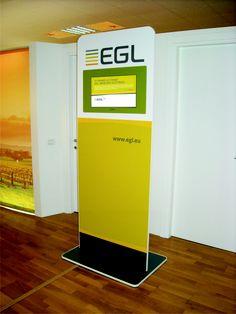 """Totem Multimediale """"EGL"""" personalizzato con grafica uv fotorealistica, e completo di Display 24"""" Full Hd e Media Player. Utilizzato dal brand per promuovere i suoi prodotti in Fiera ed all'interno dei propri Concessionari."""