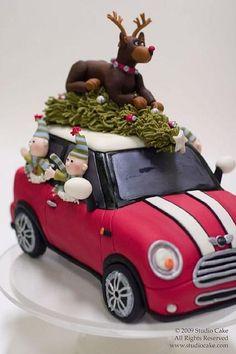 Mini cooper Christmas cake - by StudioCake Crazy Cakes, Fancy Cakes, Cute Cakes, Christmas Goodies, Christmas Treats, Christmas Baking, Christmas Decor, Mini Christmas Cakes, Reindeer Christmas