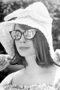 Sarah Miles at Wimbledon, London, 1960 #wimbledonworthy