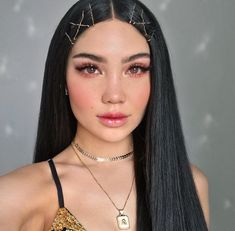 Find out how to use bobby pins in a whole new way. We've found some epic hairstyles using bobby pins like never before. Bobby Pin Hairstyles, Baddie Hairstyles, Braided Hairstyles, 90s Grunge Hair, Hair Designs, Dark Hair, Hair Looks, Hair Pins, Hair Inspiration