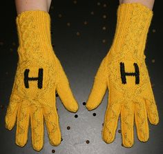 Ravelry: Krypton's Hufflepuff Gloves