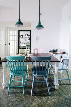 I love mismatched chairs <3 Windsor chairs from Angeles, Pampanga, PH.�