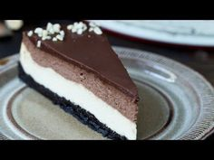 One of the best cheesecake ever, Nutella Cheesecake with a really dark chocolaty crust with oreo coo Easy Chocolate Cheesecake Recipe, Nutella Cheesecake, Best Cheesecake, Pumpkin Cheesecake, Nutella Oreos, Tart Recipes, Sweet Recipes, Dessert Recipes, Nutella Recipes