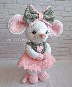 Amigurumi Crochet Toys Crochet Bear Crocheted Toys Knitting And Crocheting Amigurumi Patterns Crochet Bunny Pattern, Crochet Rabbit, Crochet Mouse, Crochet Amigurumi Free Patterns, Crochet Animal Patterns, Crochet Gifts, Cute Crochet, Doll Patterns, Cat Pattern