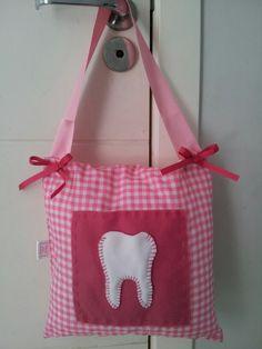 Almofada de porta para esperar a fada do dente.