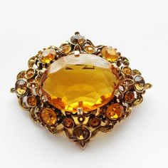 Beautiful amber citrine glass vintage brooch 1960s Sparkling Rhinestone Large transluscent glass middle surrounded by smaller rhnestones