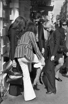 Le Fashion: 45 Incredible Street Style Shots From The Seventies Fashion, 70s Fashion, Fashion History, Fashion Photo, Vintage Fashion, Fashion Black, Fashion Ideas, Fall Fashion, Style Fashion