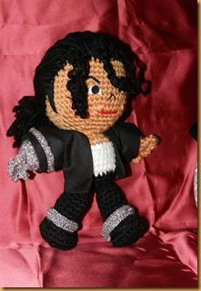 michael jackson amigurumi / AGAIN, THE GENIUS BOY. THE PEDOPHILE. SUCH A WASTE OF TALENT. Crochet Music, Cute Crochet, Crochet Baby, Knitted Dolls, Crochet Dolls, Yarn Crafts, Sewing Crafts, Michael Jackson Doll, Amigurumi Doll
