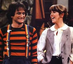 Mork & Mindy aired from 1978 until 1982 on ABC. The series starred Robin Williams as Mork, an alien who comes to Earth from the planet Ork i. Robin Williams, Mork & Mindy, Theme Tunes, Retro Pop, Old Tv Shows, My Childhood Memories, Family Memories, Sweet Memories, My Youth