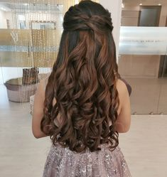 Quince Hairstyles, Open Hairstyles, Pretty Hairstyles, Bride Hairstyles, Hairstyles With Lehenga, Indian Hairstyles, Long Bridal Hair, Bridal Hair Buns, Wedding Hairstyles For Long Hair