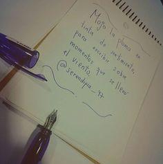 Mojo la pluma en tinta de sentimiento, para escribir sobre momentos que se llevó el viento.