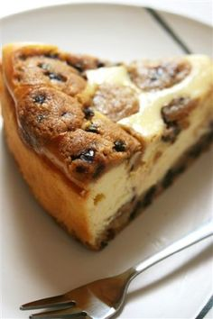 I'll have to try this for Ron... it combines his too favorite bakery items: chocolate chip cookies & cheesecake!