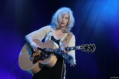 <b>EMMYLOU</b> <b>HARRIS</b>: GRATEFUL FOR HER GRANDLY DESERVED SUCCESS | CINEMATIC ...