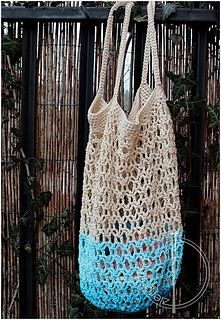 Honeycomb mesh market bag pattern by Agata M - free Ravelry pattern - DK cotton yarn