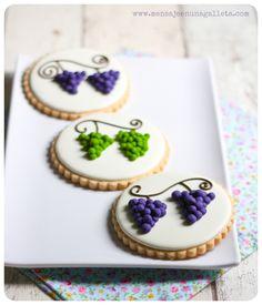 Grapes and redcurrants: how to make dough transfers - Mensaje en una galleta
