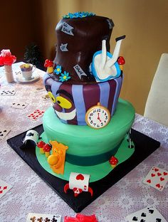 Alice in Wonderland Cakes   cheshire cat and mad hatter cake alice in wonderland