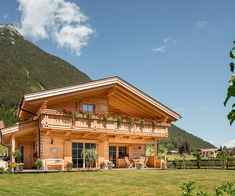 Style At Home, Home Architecture Styles, Bungalow, Mountain House Plans, Ski Chalet, My Dream Home, Tiny House, Construction, Exterior