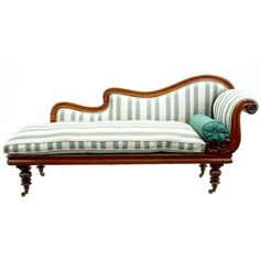 Antique Mid Victorian Mahogany Chaise Lounge Day Bed (circa 1860)