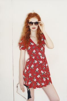 IMPULSIVE TRAVELLER - Take note, we're jumping aboard a style train headed for '50s Americana with cherry floral tea dress and round sunglasses.
