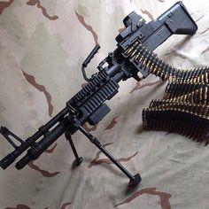 Military Weapons, Weapons Guns, Guns And Ammo, Light Machine Gun, War Machine, Machine Guns, Zombie Apocalypse Weapons, Airsoft, Submachine Gun