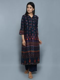 Navy Blue Crepe Straight Kurta Pakistani Dresses, Indian Dresses, Indian Outfits, Indian Clothes, Kurti Designs Party Wear, Kurta Designs, Oriental Fashion, Indian Fashion, Women's Fashion