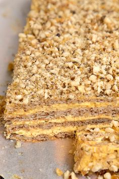 PRAJITURA KRANTZ CU NUCA CARAMELIZATA | Diva in bucatarie Dessert Cake Recipes, Sweets Recipes, Easy Desserts, Cookie Recipes, Romanian Desserts, Romanian Food, Delicious Deserts, Yummy Food, Homemade Sweets