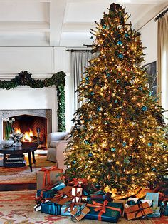 This tall Christmas tree has a royal blue-and-brown theme, making it fit effortlessly into this Atlanta living room. Blue and silver round ornaments in varying sizes are mixed with oversize pinecones, blending natural elements with traditional Christmas orbs. (Photo: Ngoc Minh Ngo)