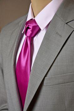 Traje Colletti, camisa Emporium y corbata Emporium