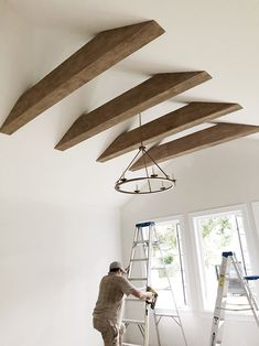 Best Home Decoration Stores Faux Ceiling Beams, Faux Wood Beams, Beam Ceilings, Farmhouse Interior, Farmhouse Kitchens, Craftsman Kitchen, Home Ceiling, Diy Home, Home Decor