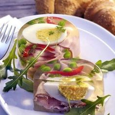 Vejce v aspiku Czech Recipes, Ethnic Recipes, My Daily Bread, Easter Recipes, Party Drinks, Caprese Salad, Fresh Rolls, Entrees, Buffet