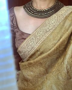 How to wear jewelry ideas outfit style Ideas for 2019 Indian Attire, Indian Wear, Indian Dresses, Indian Outfits, Saree Jewellery, Saree Blouse Neck Designs, Sari Dress, Trendy Sarees, Elegant Saree