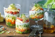 Bunter Salat im Glas - Breakfast And Brunch, Party Finger Foods, Party Snacks, Aussie Food, Salad Recipes, Healthy Recipes, Appetizer Salads, Lunch To Go, Soup And Salad