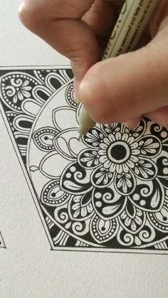 Mandala Book, Mandala Doodle, Mandala Art Lesson, Doodle Art, Easy Mandala Drawing, Simple Mandala, Mandala Painting, Zentangle Patterns, Zentangles