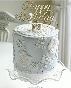 """Páči sa mi to: 1,725, komentáre: 3 – #No.1 NIGERIAN CAKE BLOG🌏🌎🌐 (@cakebakeoffng) na Instagrame: """"Cake Inspiration via @lesleamatsiscakes 🔥🌹💙💙💛👌#Cakebakeoffng #CboCakes #InstaLove #Like4Like…"""""""