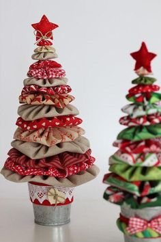 ideas for quilting navidad patchwork Small Christmas Trees, Christmas Makes, Felt Christmas, Homemade Christmas, Christmas Holidays, Xmas Tree, Christmas 2019, Diy Christmas Ornaments, Christmas Projects