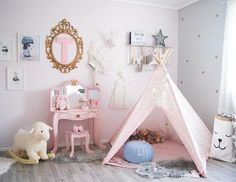 The Princess Vanity with Mirror looks amazing in this designer kids room by @mammaogthea