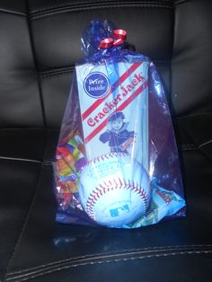 I wanted to do something special for the kids on my t-ball team at the end of the season. So I made these treat bags for them:)