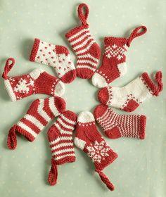 Pattern to knit mini christmas stockings.