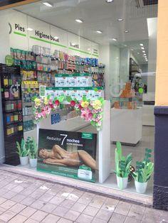 Escaparate primavera, Farmacia San José, Granada