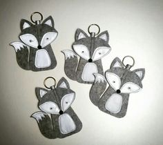 Greyfox reflective keychain Diy Crafts For School, Crafts To Do, Hobbies And Crafts, Felt Crafts, Crafts For Kids, Arts And Crafts, Diy Keychain, Little Gifts, Fabric Flowers