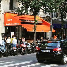 The 7th arrondissement home of La Tour Eiffel. #francetourisme #loves_france_ #loves_paris #citystreets #restaurant #paris #parisgram #pariscartepostale #parisjetaime #paris_focus_on #parismaville #parisweloveyou #travelblogger #travelphotos #igersparis #igaddicts #blogger #cityview #iloveparis #worldtravel #doitinparis #parisianlife