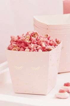 These sleepover snack boxes will come in so hand for all those midnight snacks for if you are planning on all watching a movie together how about filling them some delicious popcorn? The boxes with some shut are so pretty and are so on-trend. See more party ideas and share yours at CatchMyParty.com Sleepover Party Games, Slumber Party Birthday, Slumber Parties, Girl Birthday, Fun Party Themes, Party Activities, Party Ideas, Diy Party Supplies, Movie Night Party