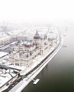 Credit by Instagram >>> ©42_hits Visit Budapest, Budapest Travel, Budapest Hungary, Art Marocain, Budapest Thermal Baths, Buda Castle, Wanderlust, Europe Photos, Destination Voyage