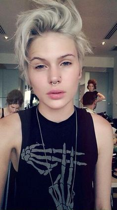 Madison Paige friiiccckkkkkk ♡ Love her hair, piercings and style Girl Short Hair, Short Hair Cuts, Short Hair Styles, Hair Inspo, Hair Inspiration, Estilo Tomboy, Androgynous Women, Corte Y Color, Dream Hair