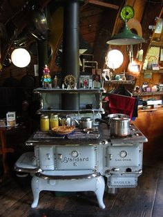Everything centers around the stove. warmth, mitten drying, preparing food, and definitely relaxing. We already have the vintage Paul Revere cookware, now just need the stove! Wood Stove Cooking, Kitchen Stove, Old Kitchen, Country Kitchen, Vintage Kitchen, Kitchen Dining, Antique Wood Stove, How To Antique Wood, Old Wood